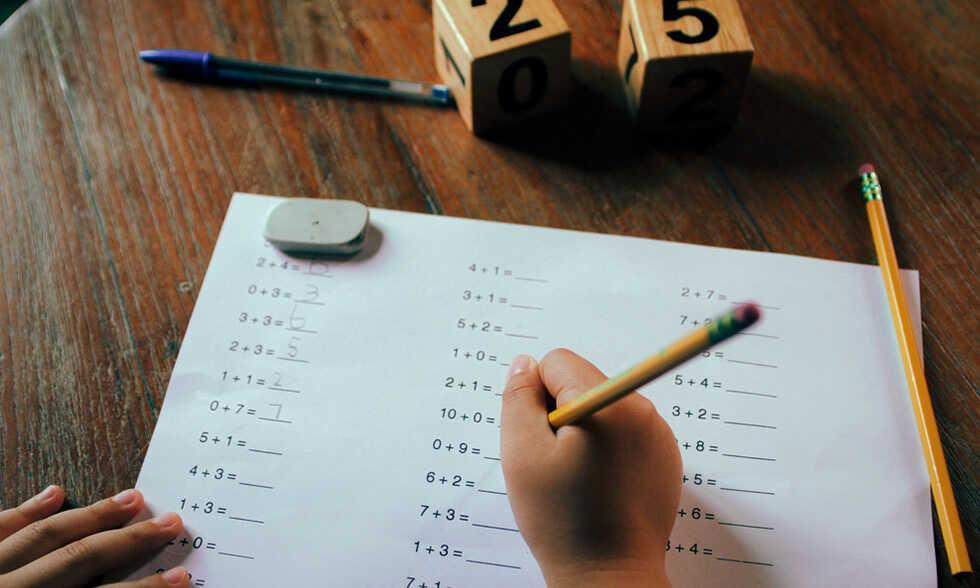 เด็กทำการบ้าน-น้ำมันปลาเด็กเบนไซรัป